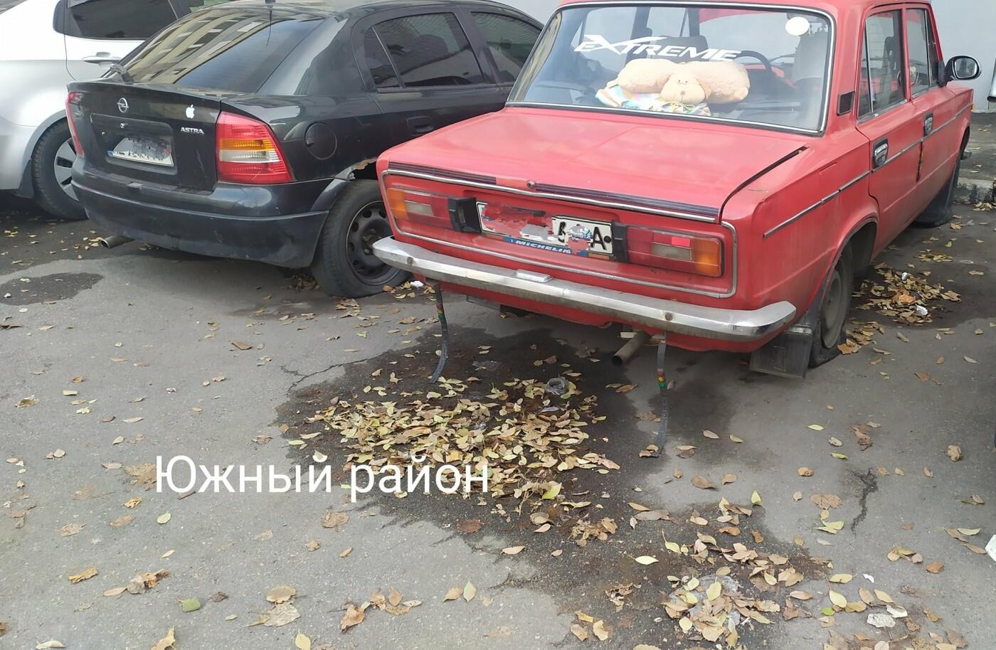 В Каменском на улице Матросова неизвестные массово порезали колеса на авто , фото-1, Олег Вергун