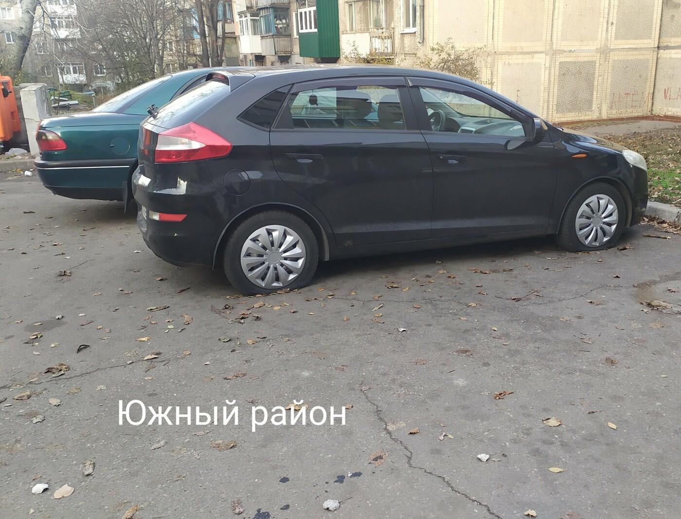 В Каменском на улице Матросова неизвестные массово порезали колеса на авто , фото-2, Олег Вергун
