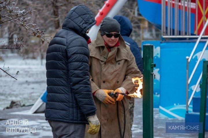 Накануне Нового года и Рождества фирма Владимира Дубинского демонтирует детские аттракционы в парке , фото-3