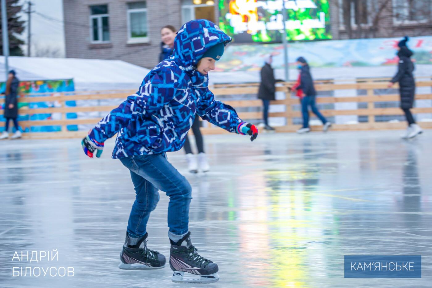 В Каменском открыли ледовый каток, фото-1