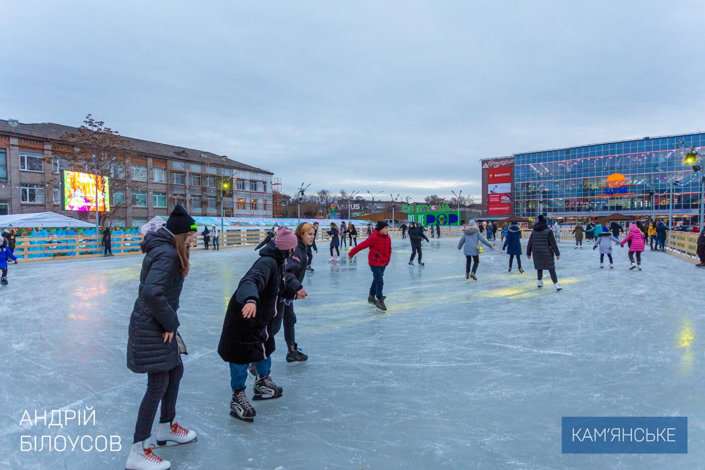В Каменском открыли ледовый каток, фото-2