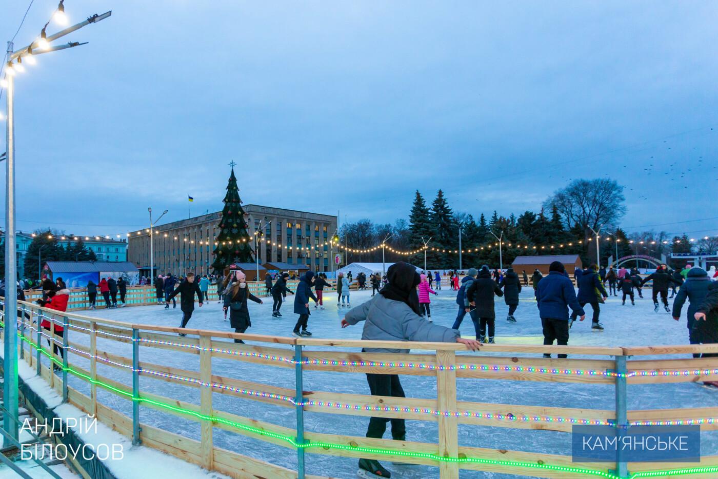В Каменском открыли ледовый каток, фото-3