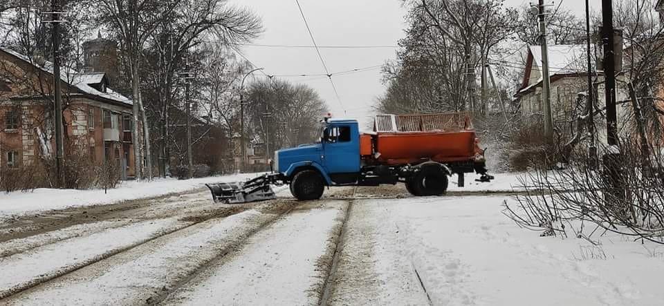 143 единицы техники убирают от снега дороги Днепропетровщины, фото-1
