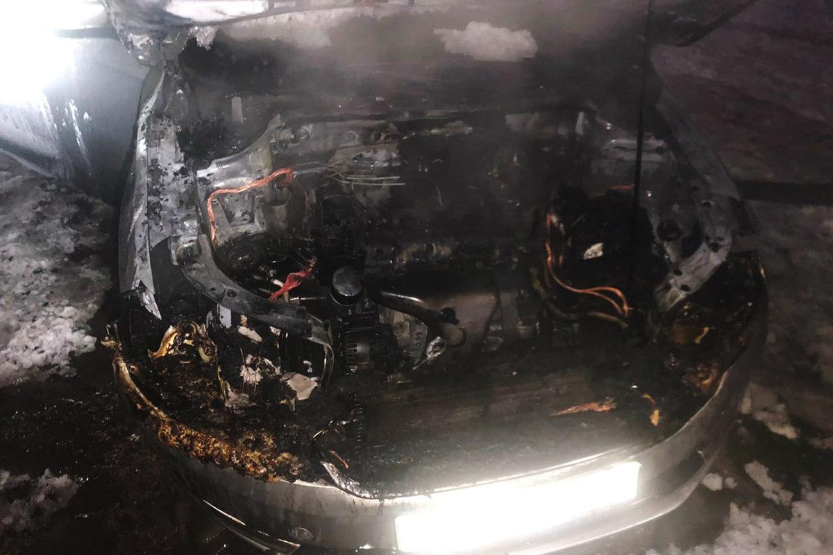 В Каменском ночью горел автомобиль, фото-1