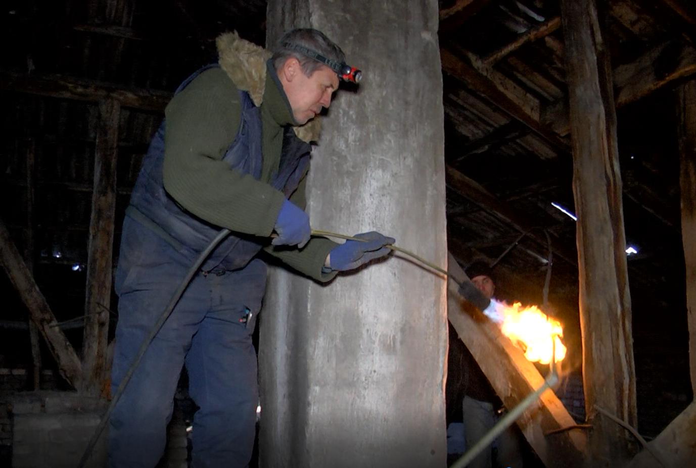 Аварийная служба Каменского обеспечивает тепло в домах горожан, фото-2
