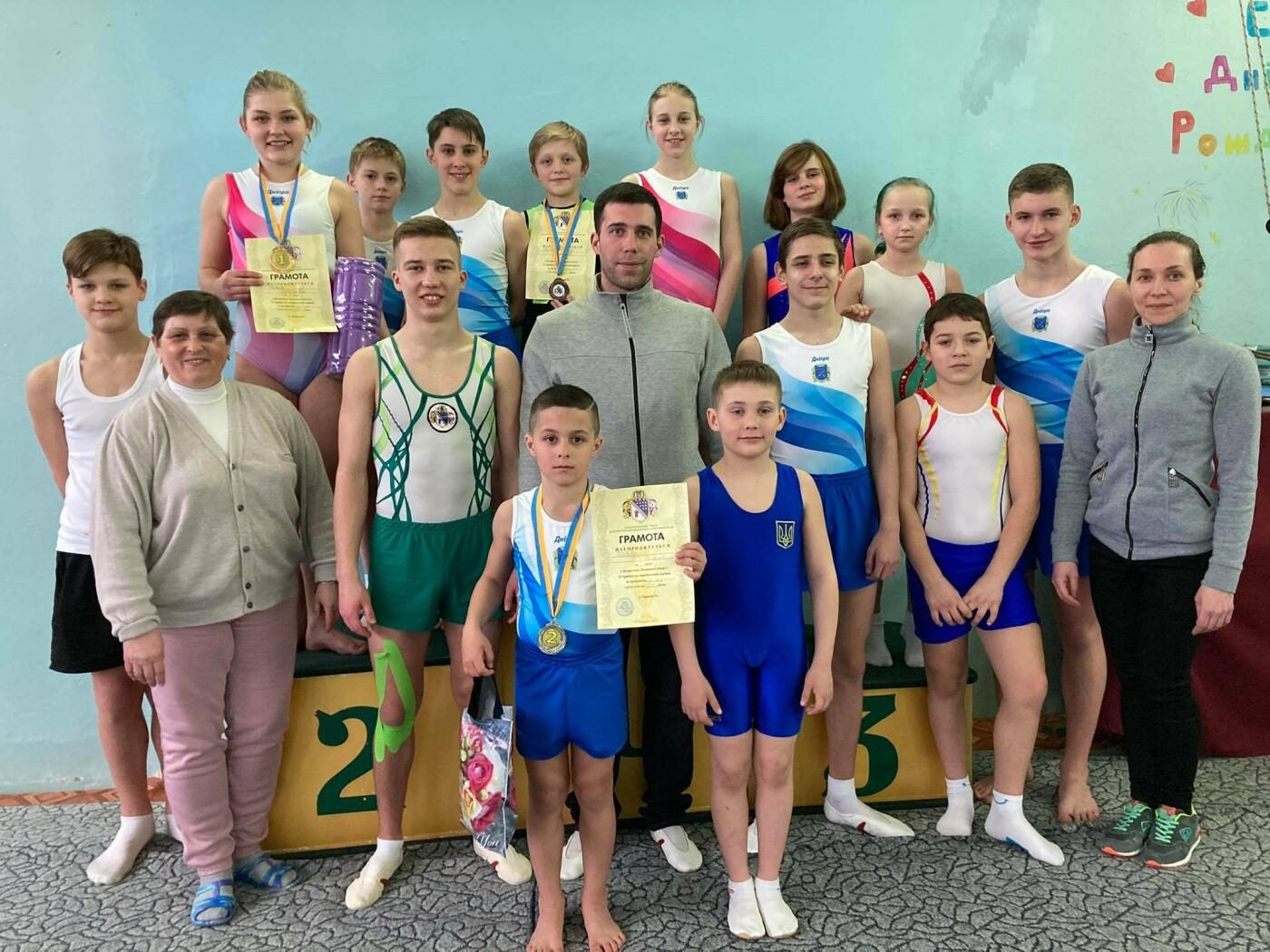 Каменские спортсмены стали призерами Чемпионата области по прыжкам на акробатической дорожке, фото-1