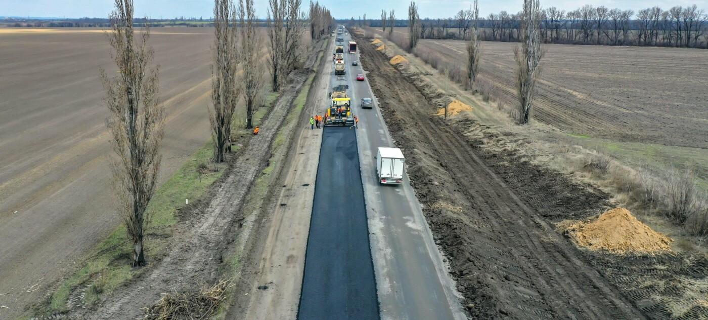 На Днепропетровщине ремонтируют очередную трассу, фото-1