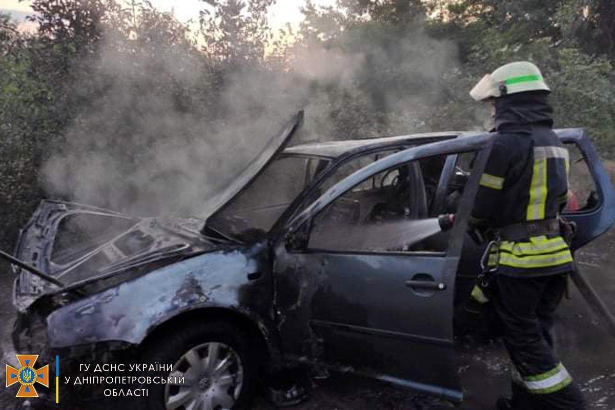 В Каменском районе горел Volkswagen Golf, фото-1