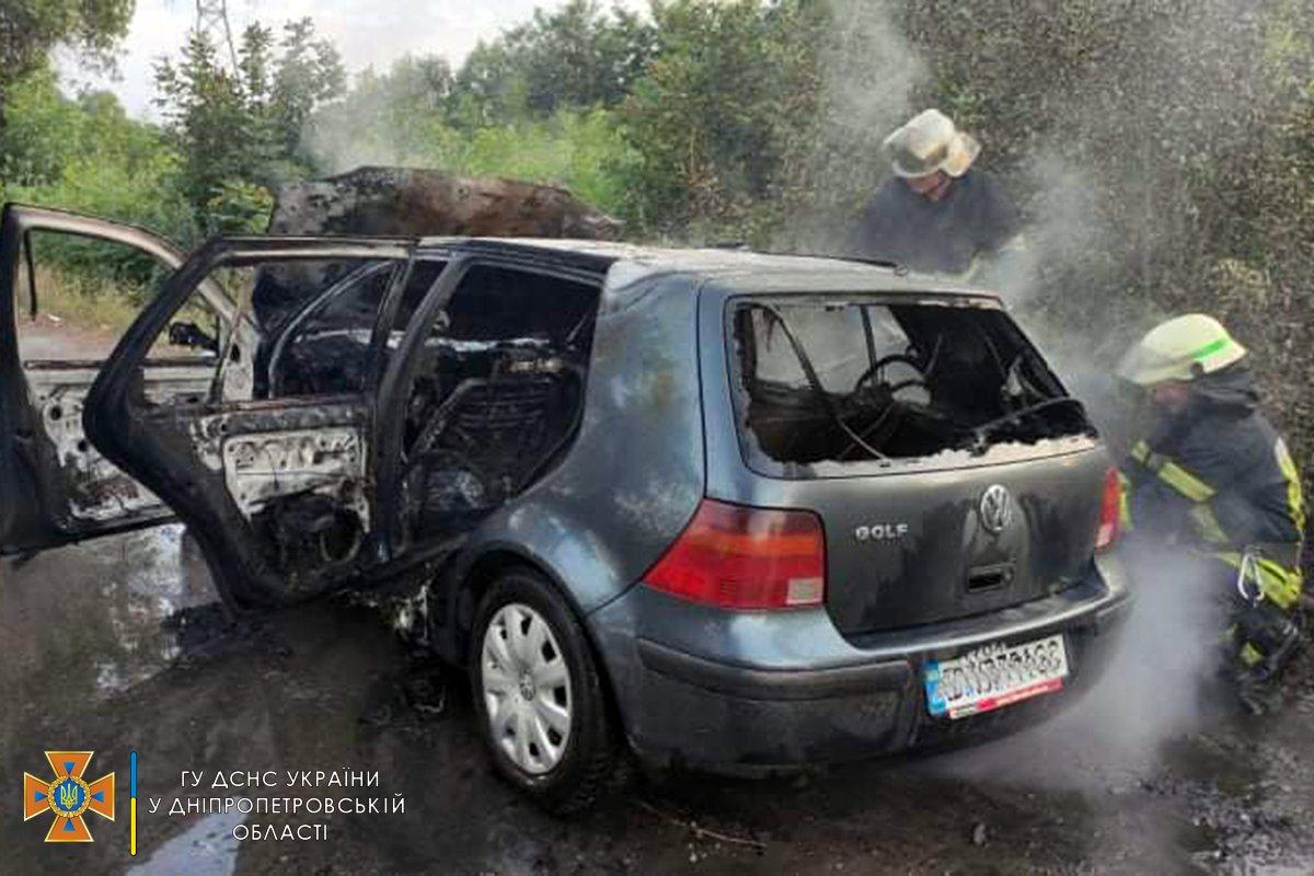 В Каменском районе горел Volkswagen Golf, фото-2