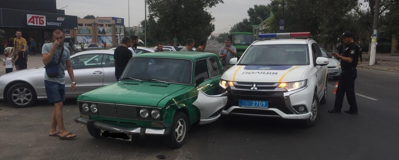 Полицейский на mitsubishi попал в аварию